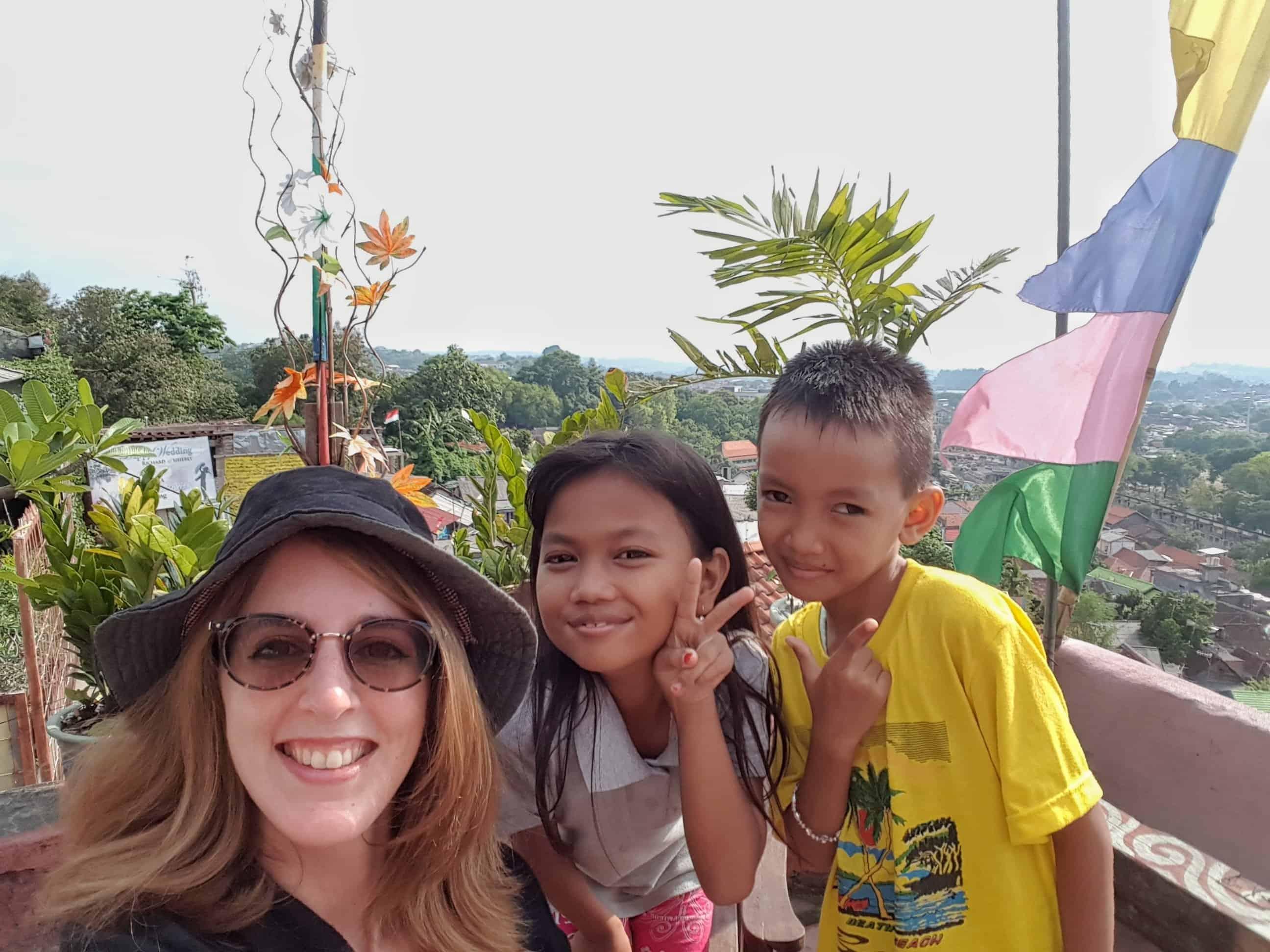Les Heureux Voyageurs à Kampung Pelangi, Indonésie