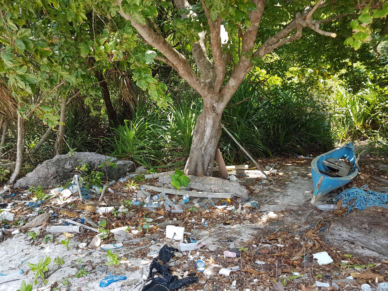 déchets plastique sur les plages d'indonésie