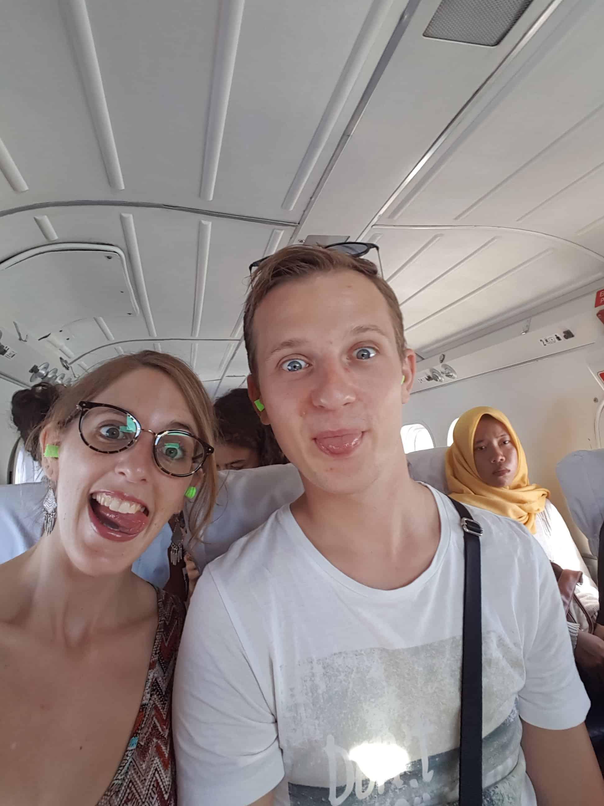 Les Heureux Voyageurs s'envolent de Karimunjawa pour Surabaya, Indonésie