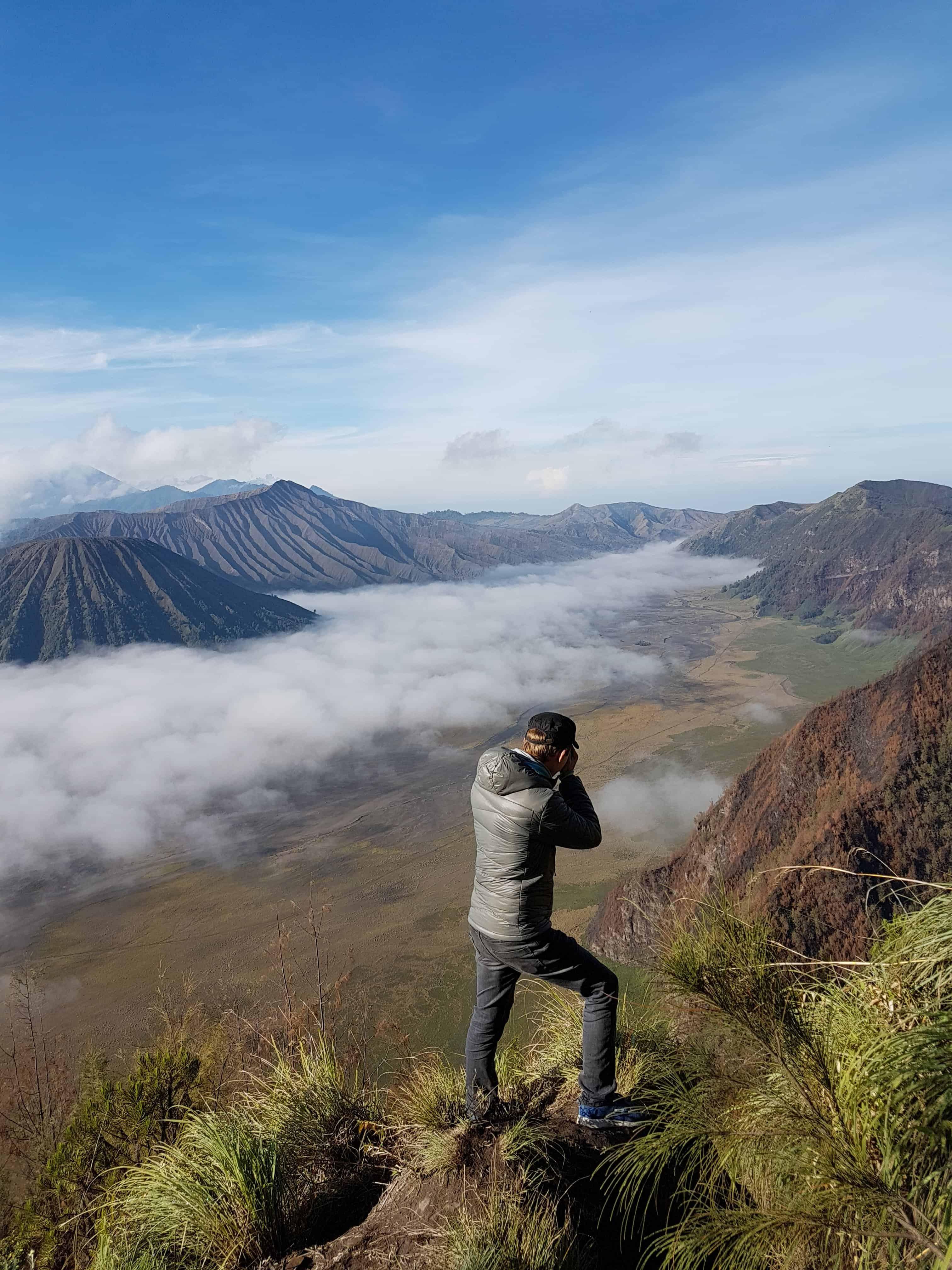 jeff, des Heureux Voyageurs, prend des photos du Mont Bromo - Indonésie