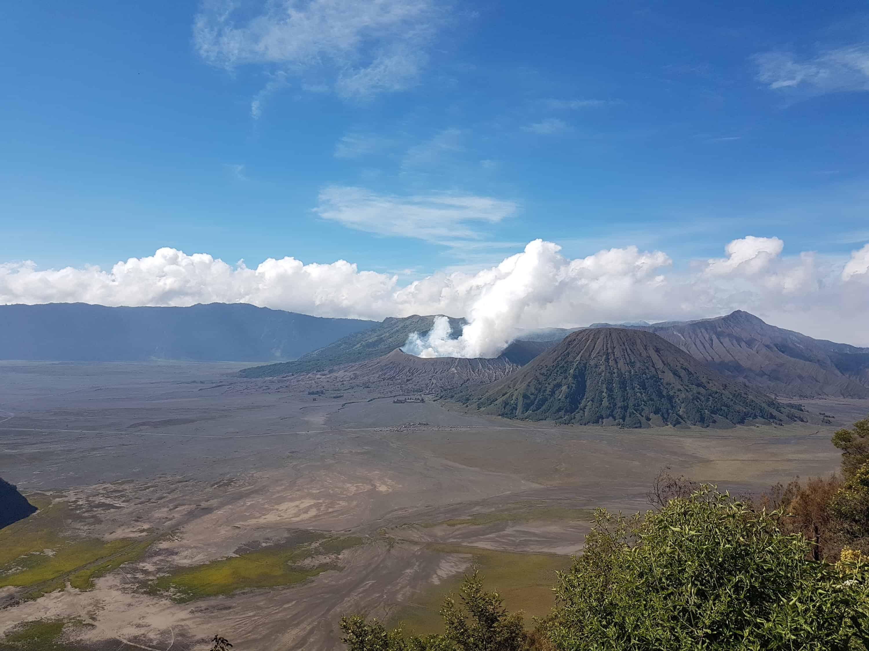 Vue sur le Mont Bromo, le mont Semeru et le mont Batok, Indonésie