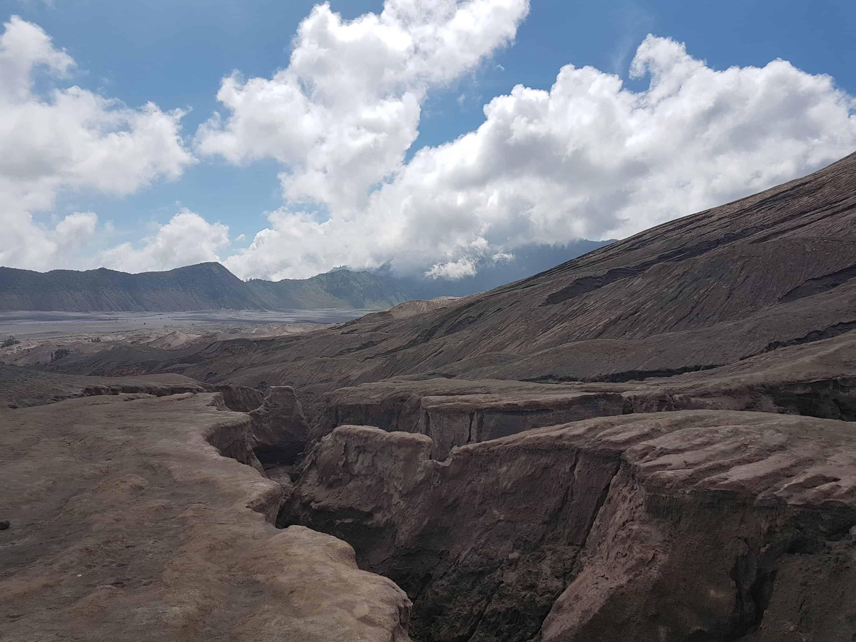Coulées de lave devant le Mont Bromo, Indonésie