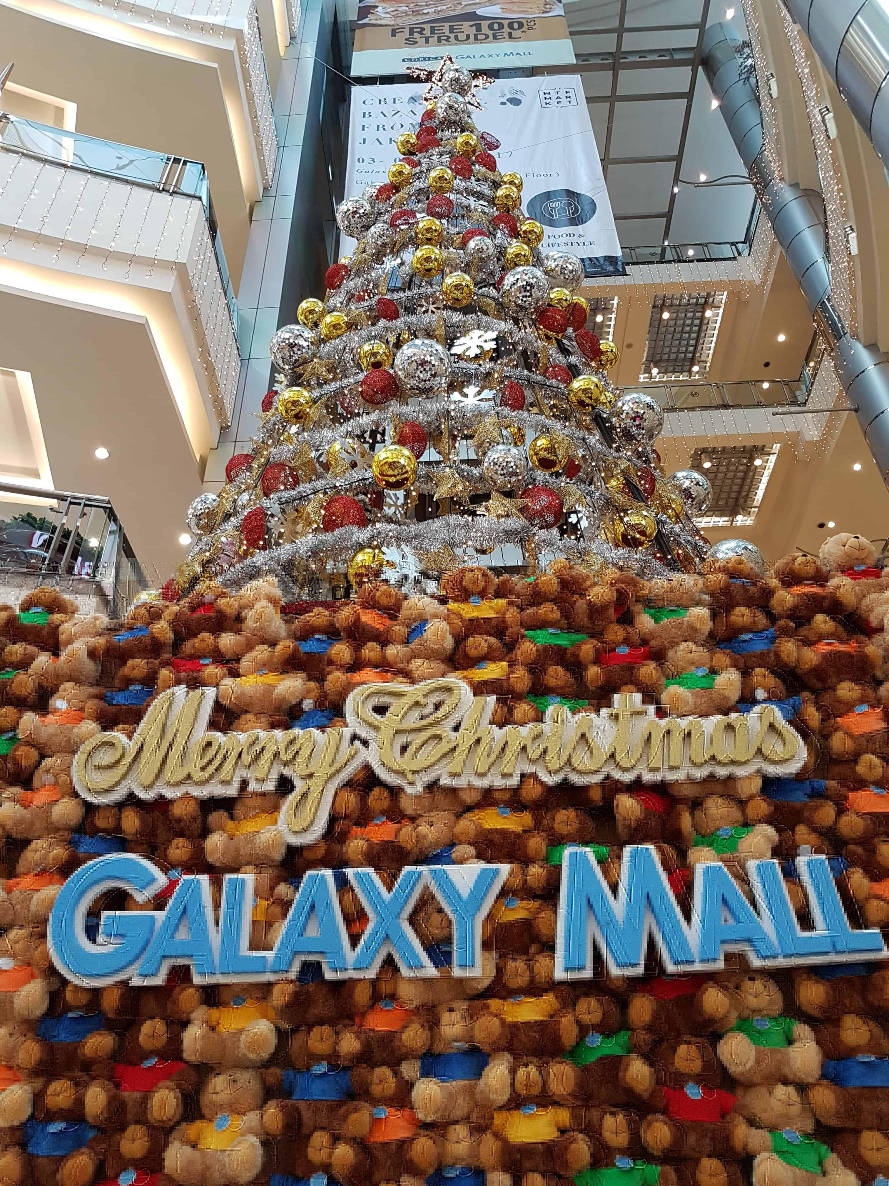 Noël dans les centres commerciaux d'indonésie