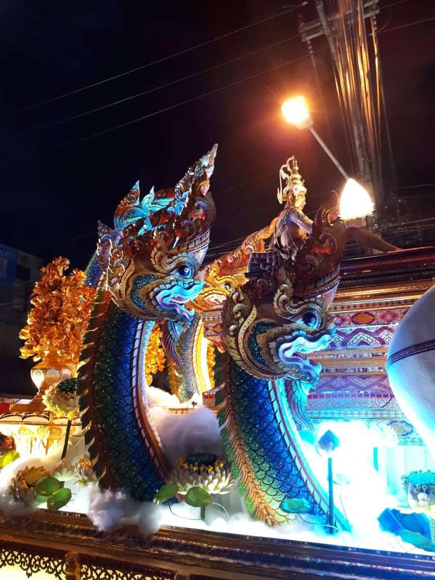 Thaïlande, parade dans les rues de Chiang Mai 🎆 1