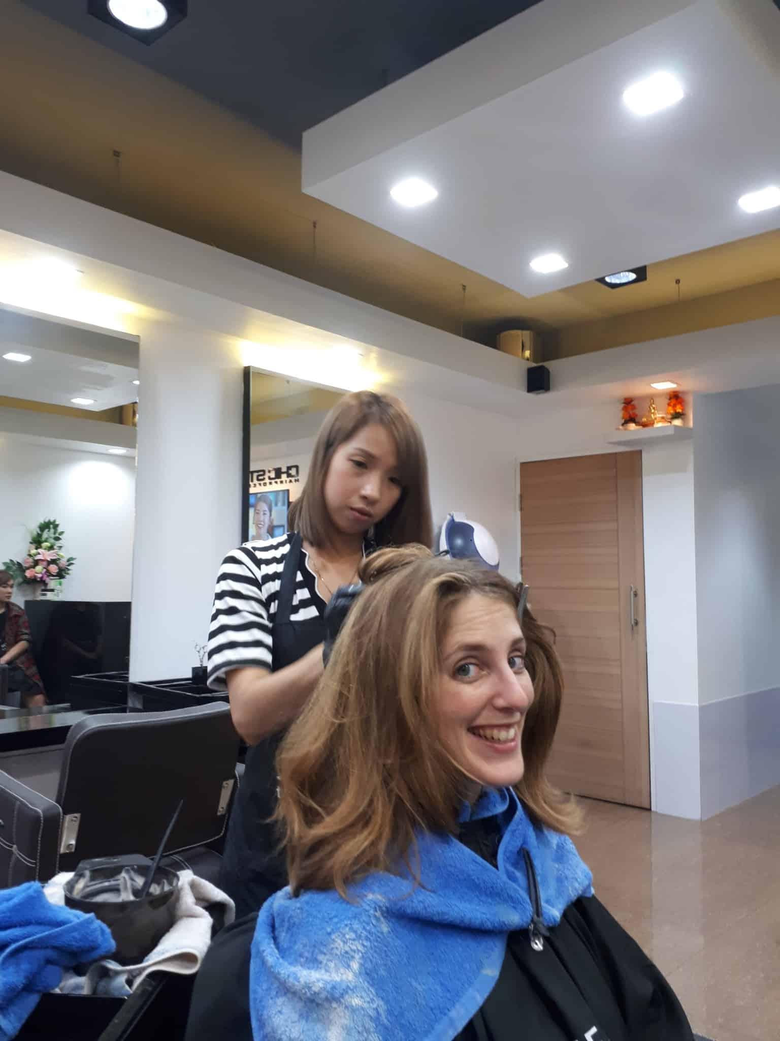 Thaïlande, Lilie se transforme en blonde platine 🐥 2
