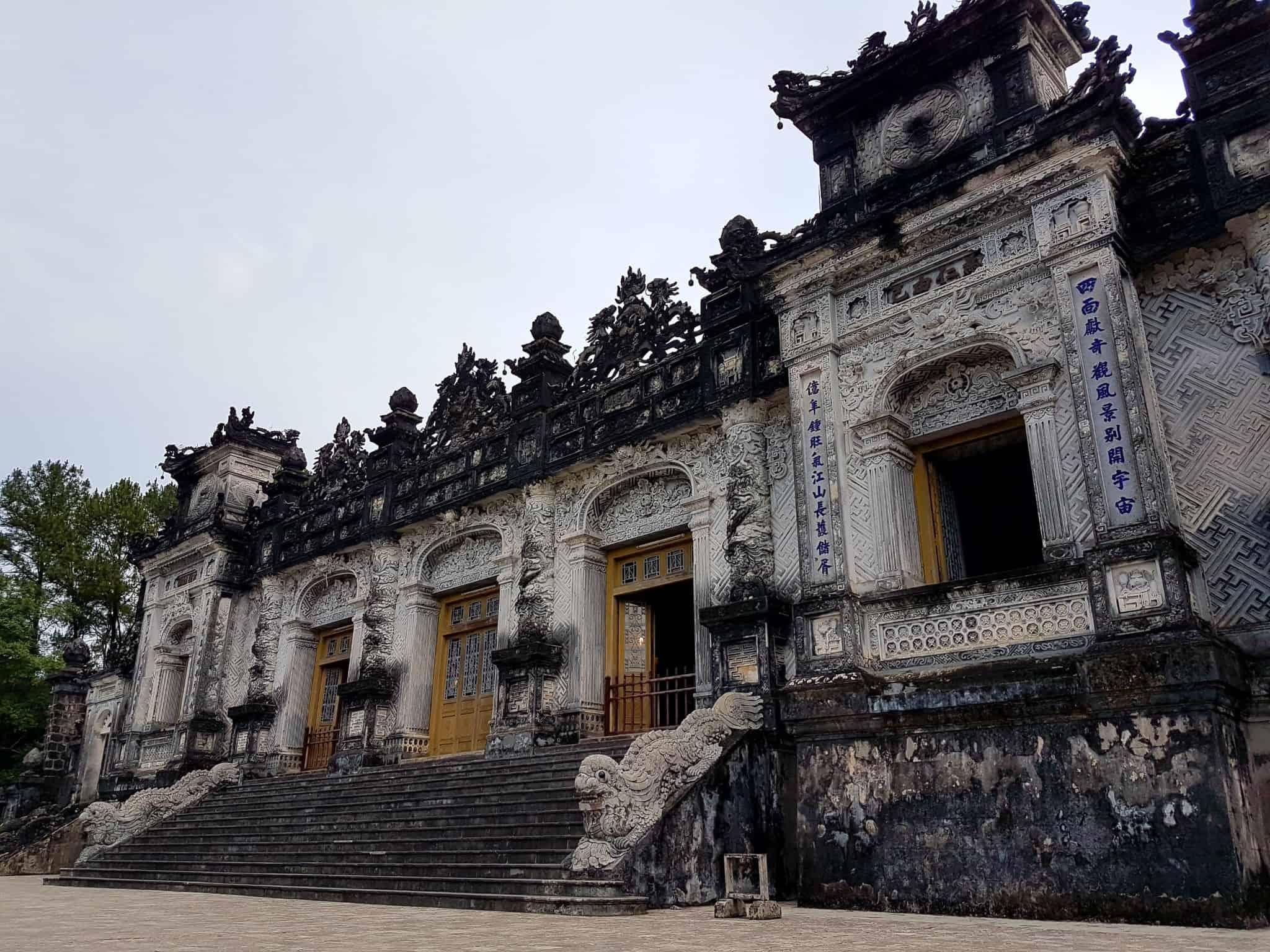 Vietnam, scotchés devant la beauté du mausolée de l'empereur Khai Dinh ⚰ 11