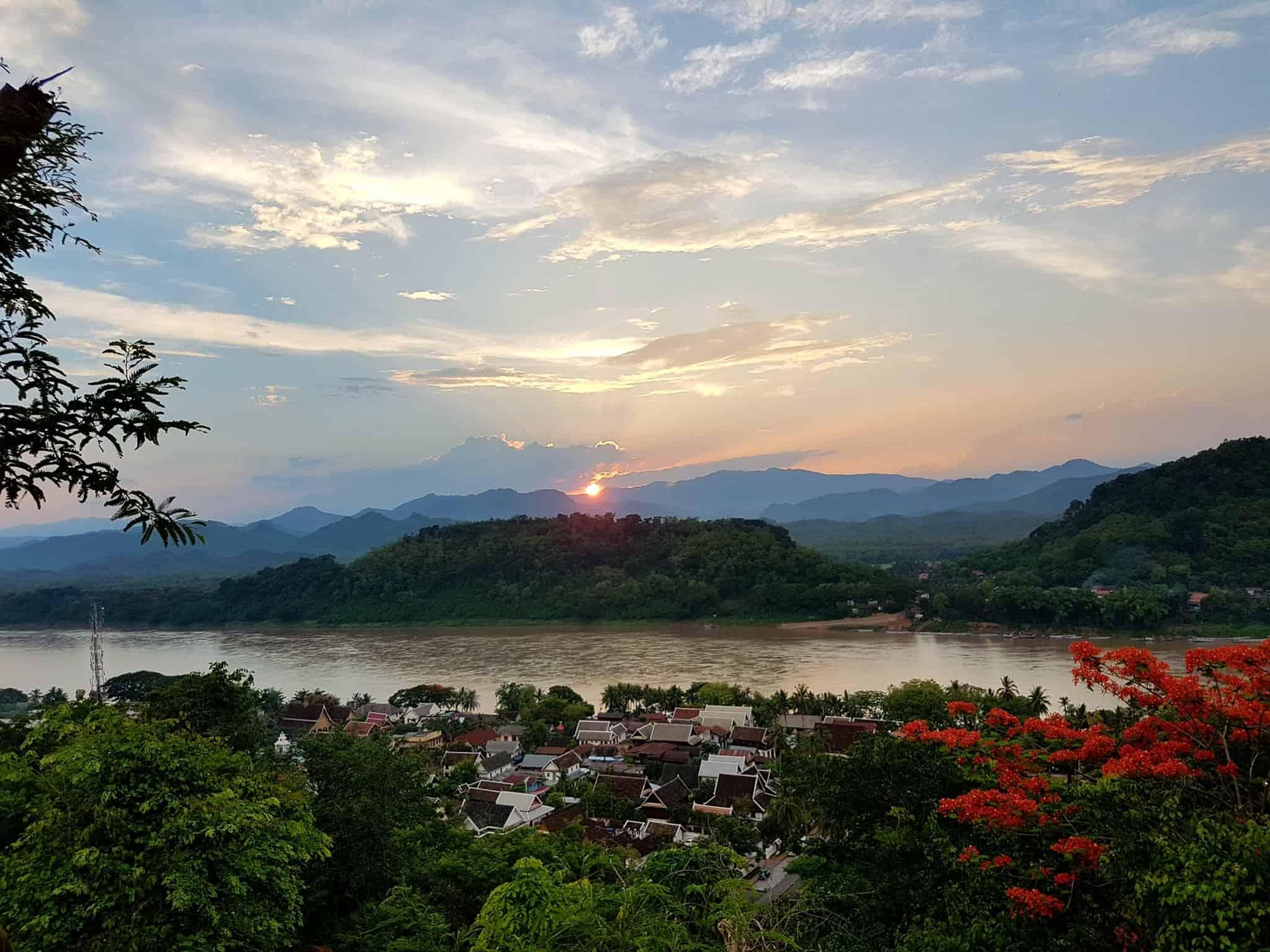 Laos, coucher de soleil depuis le Mont Phousi 🌄 20