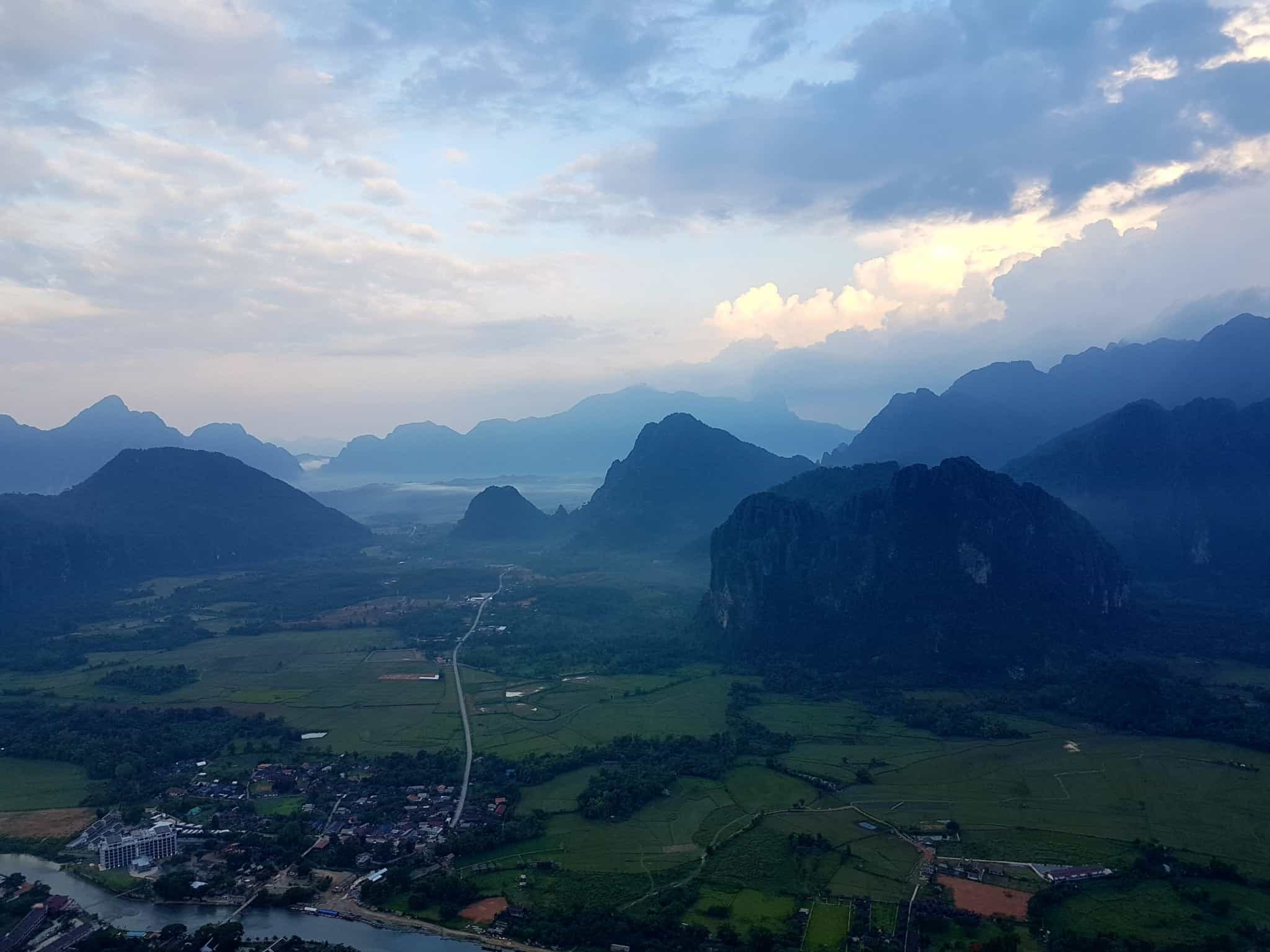 Laos, un vol en montgolfière au dessus de Vang Vieng riche en émotions 🎈 7