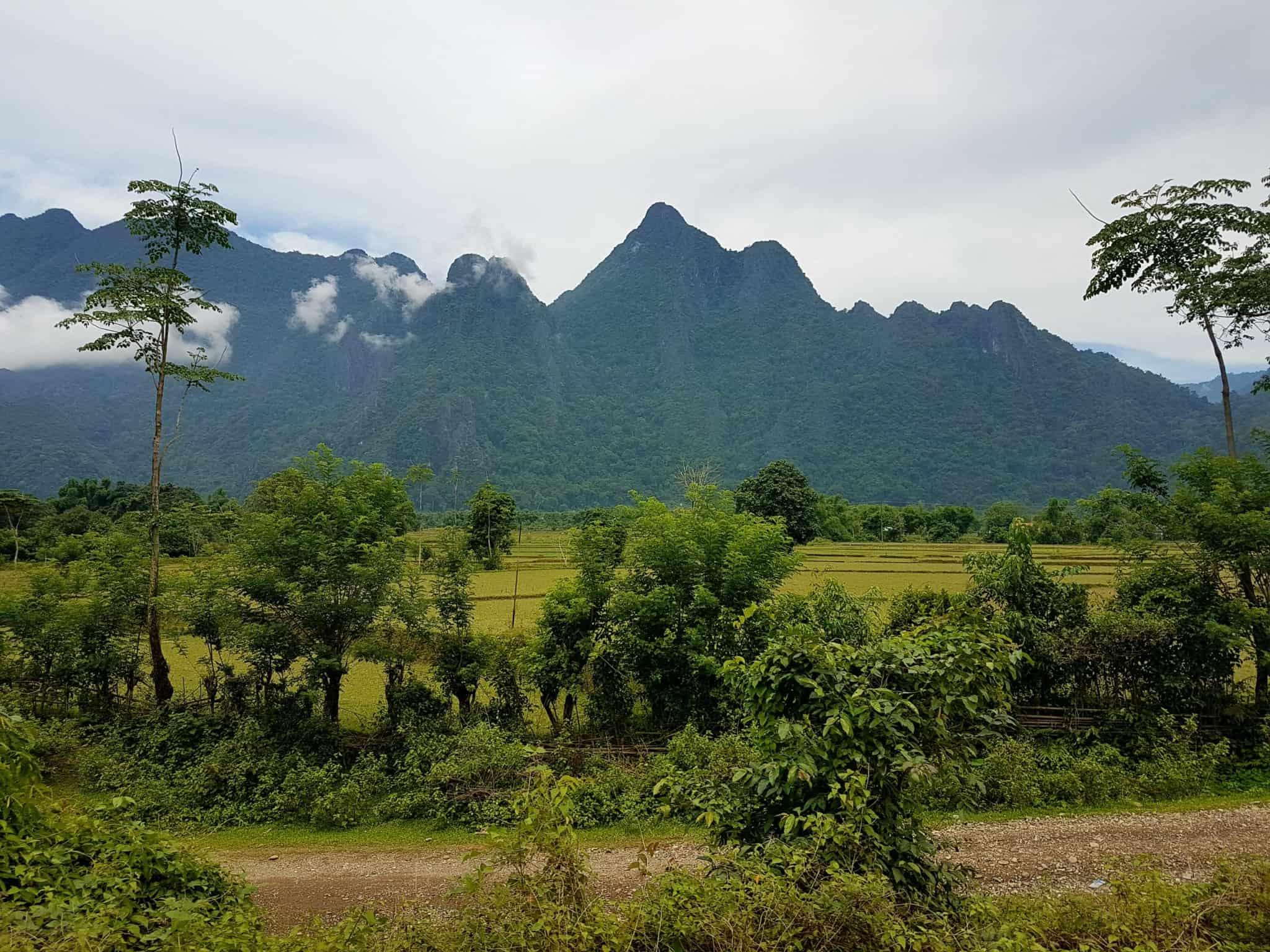 Laos, quand tu te prends pour Pocahontas sur un canoë à Vang Vieng 🛶 5