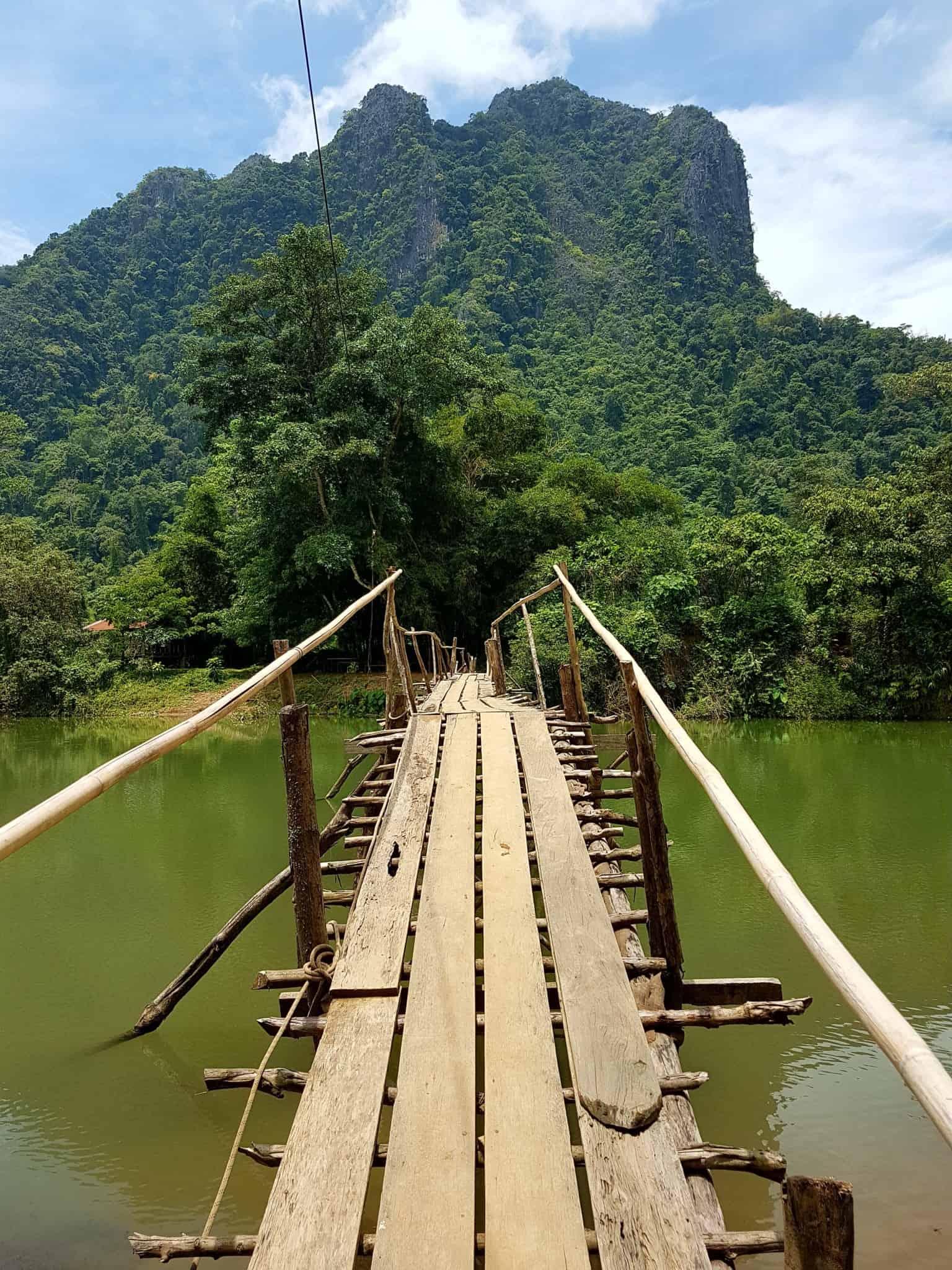 Laos, quand tu te prends pour Pocahontas sur un canoë à Vang Vieng 🛶 7