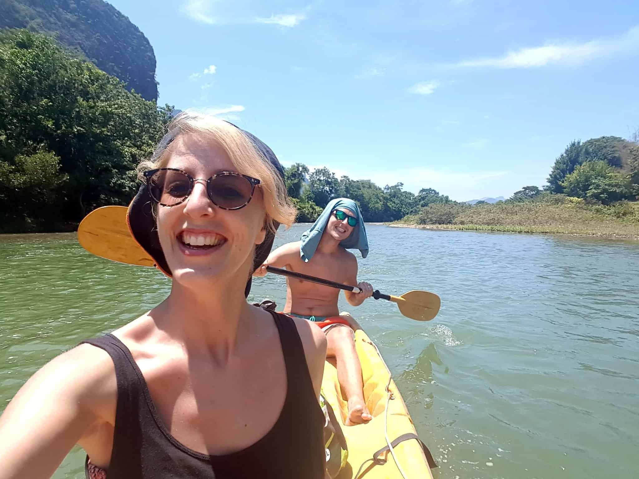 Laos, quand tu te prends pour Pocahontas sur un canoë à Vang Vieng 🛶 9