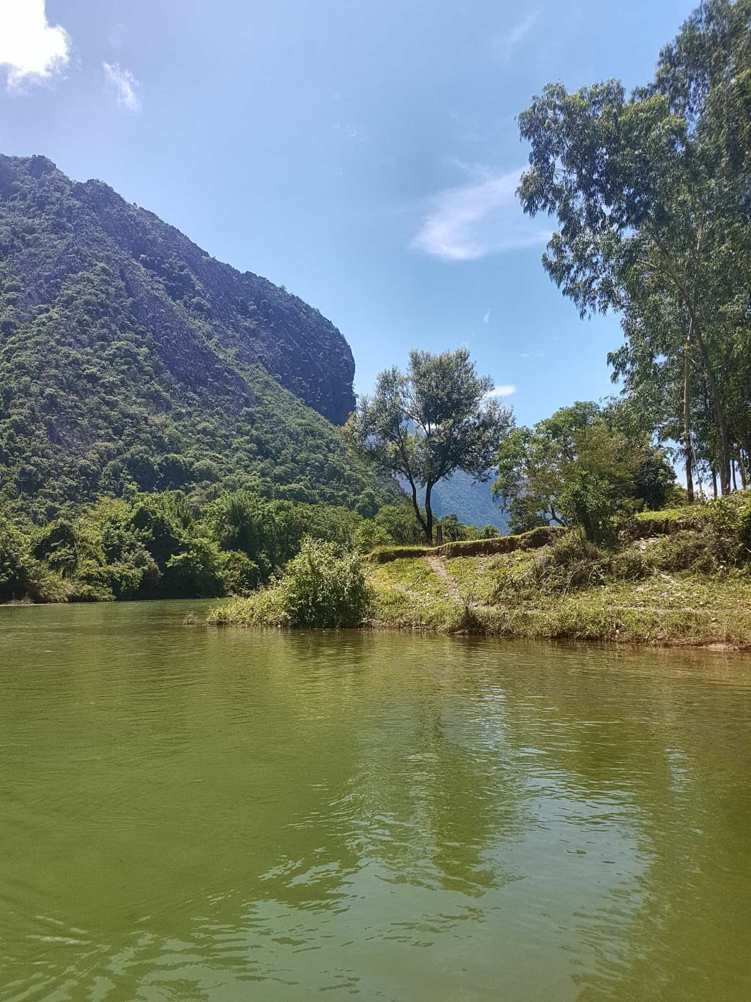 Laos, quand tu te prends pour Pocahontas sur un canoë à Vang Vieng 🛶 10