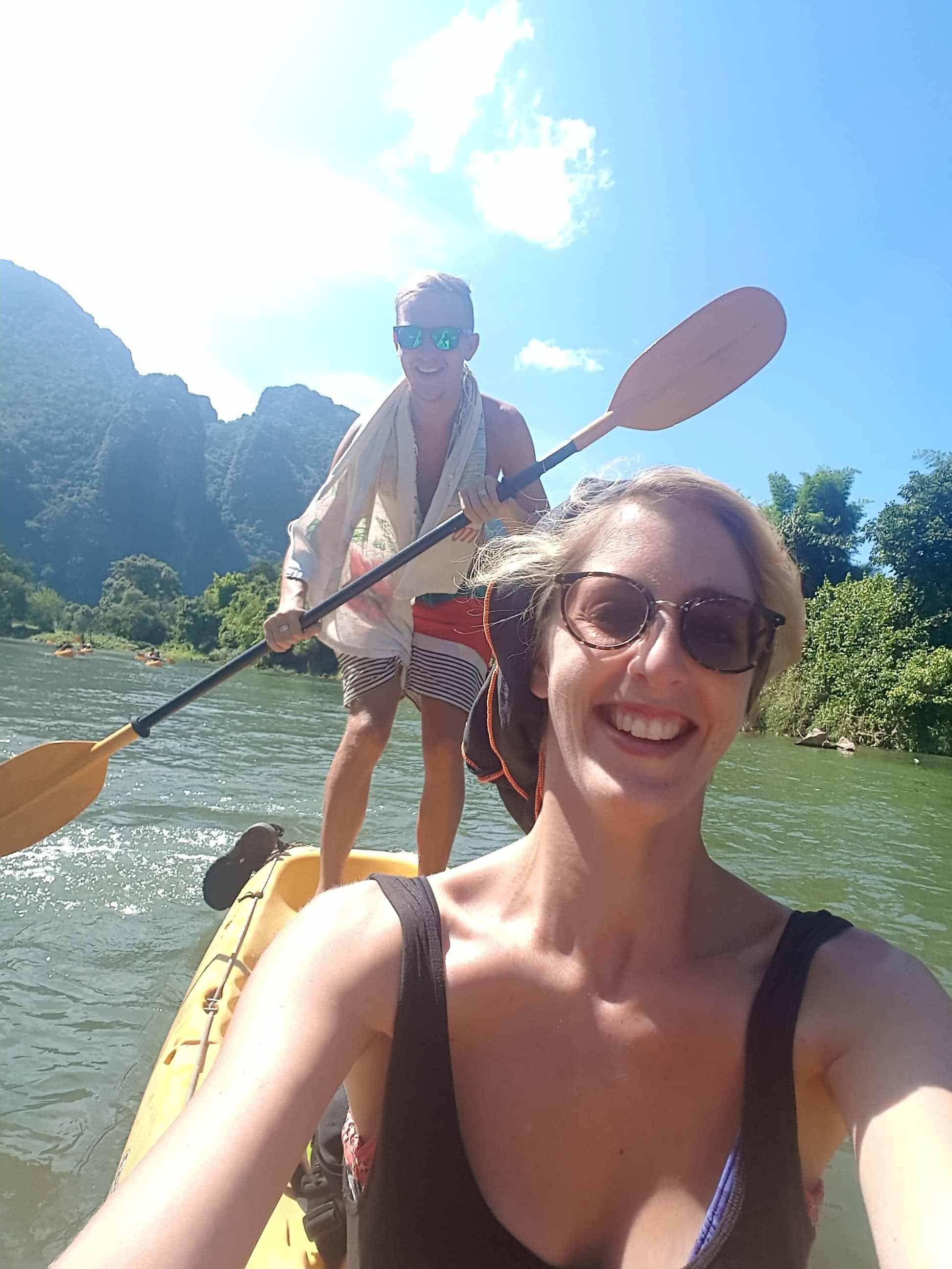 Laos, quand tu te prends pour Pocahontas sur un canoë à Vang Vieng 🛶 17