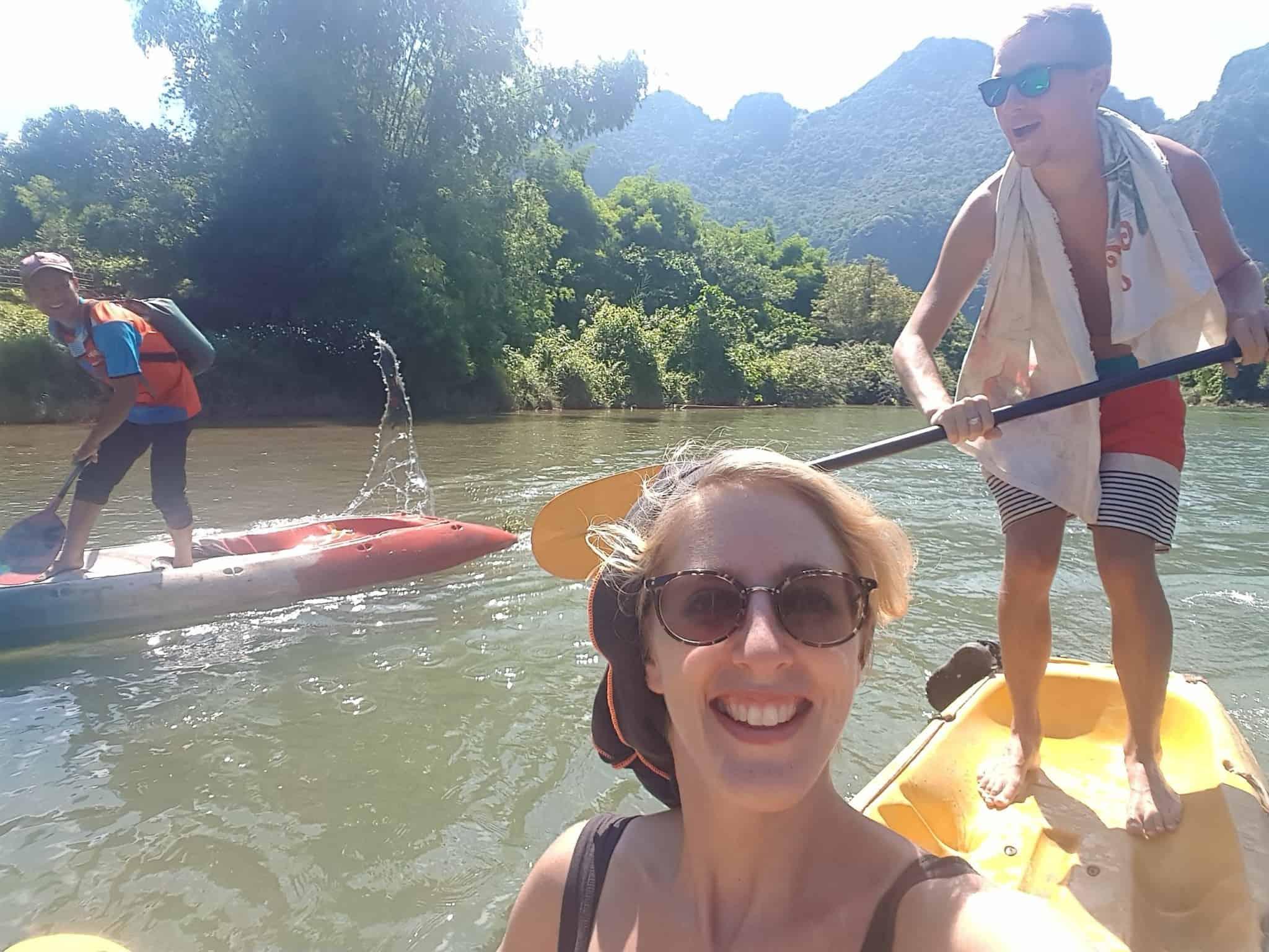 Laos, quand tu te prends pour Pocahontas sur un canoë à Vang Vieng 🛶 16