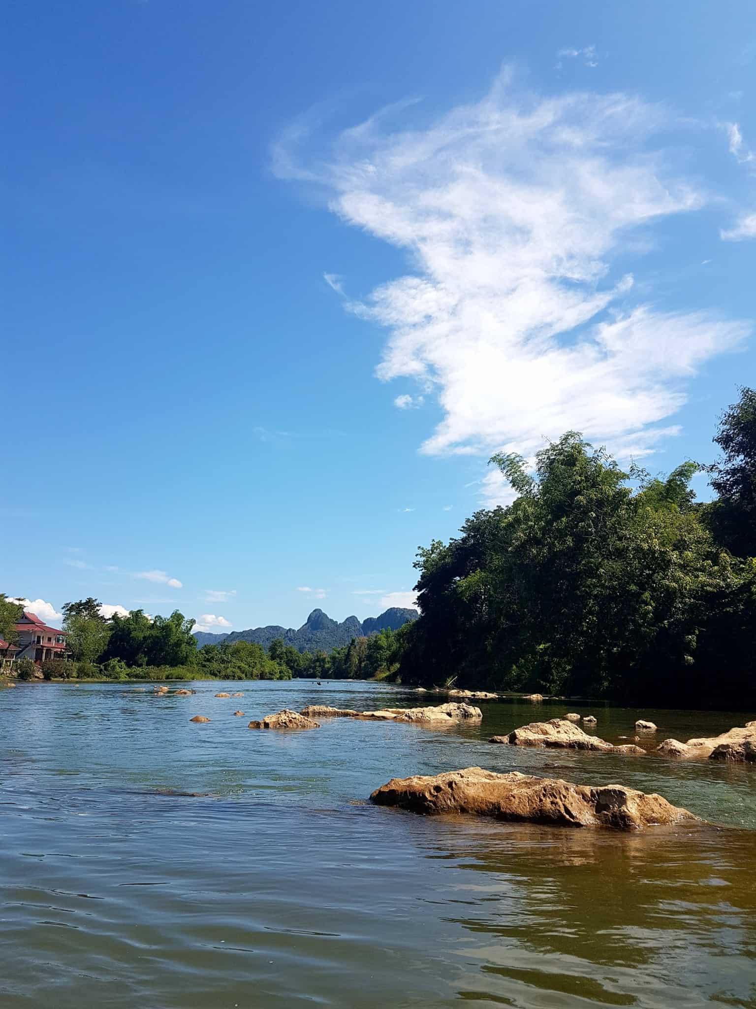Laos, quand tu te prends pour Pocahontas sur un canoë à Vang Vieng 🛶 22