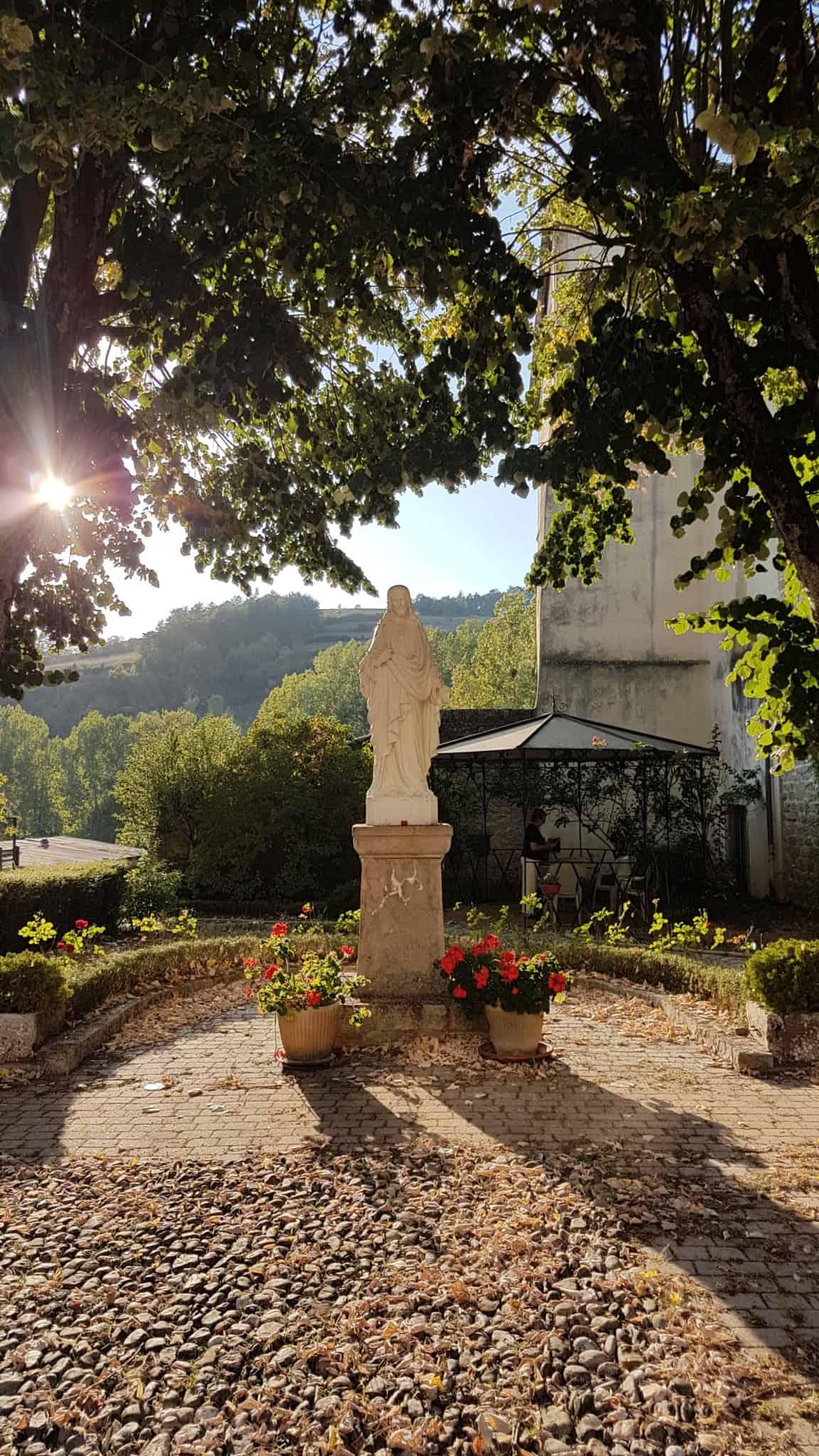 Chemin de Compostelle, on dort dans le couvent de Saint Côme-d'Olt ⛪ 44
