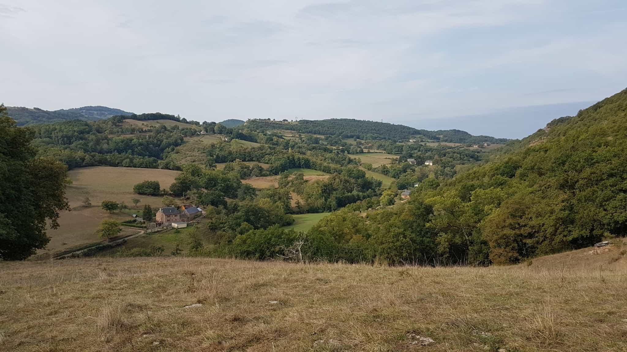 Chemin de Compostelle, on visite le charmant village d'Estaing 🌺 14