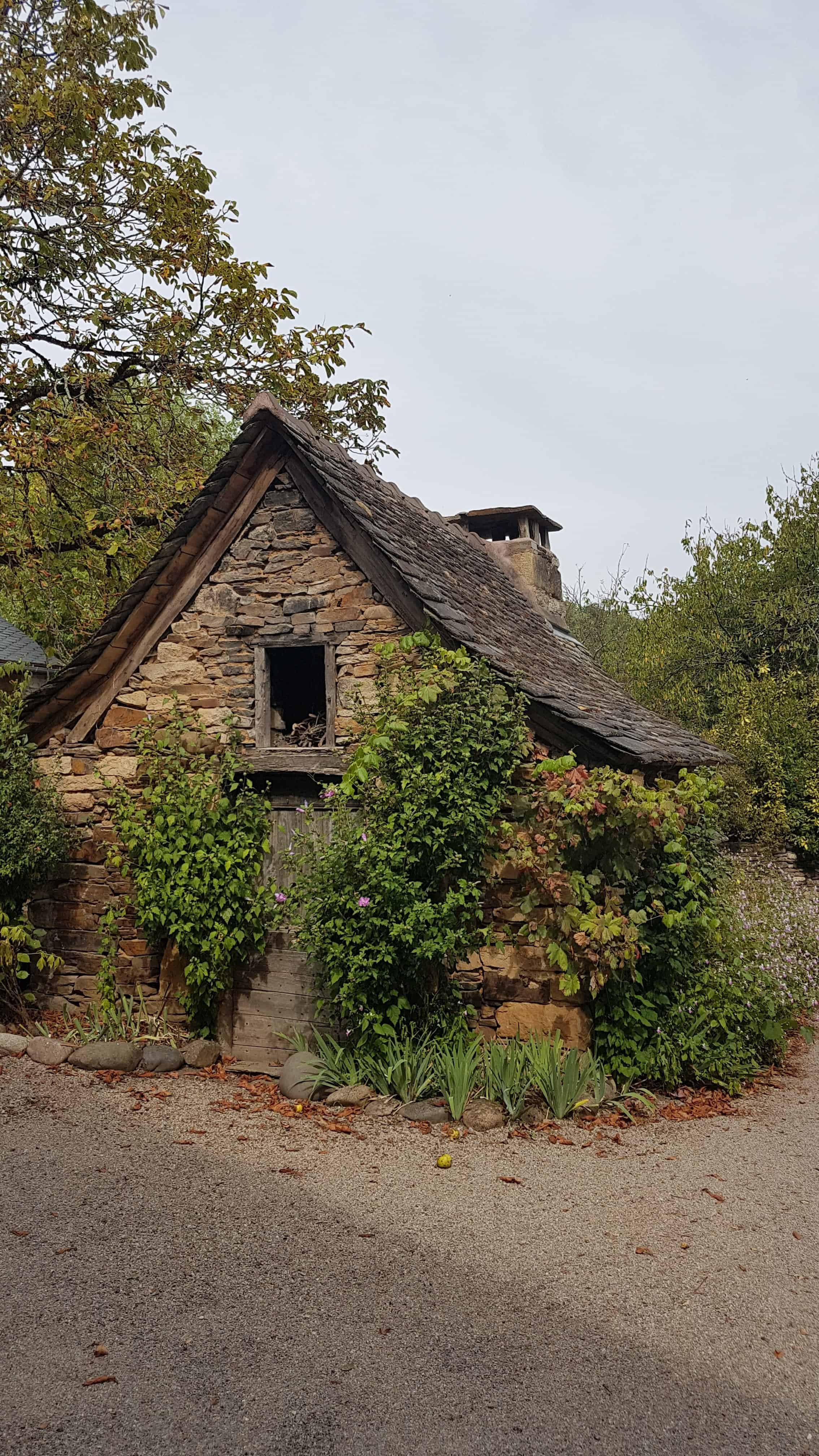Chemin de Compostelle, on visite le charmant village d'Estaing 🌺 21