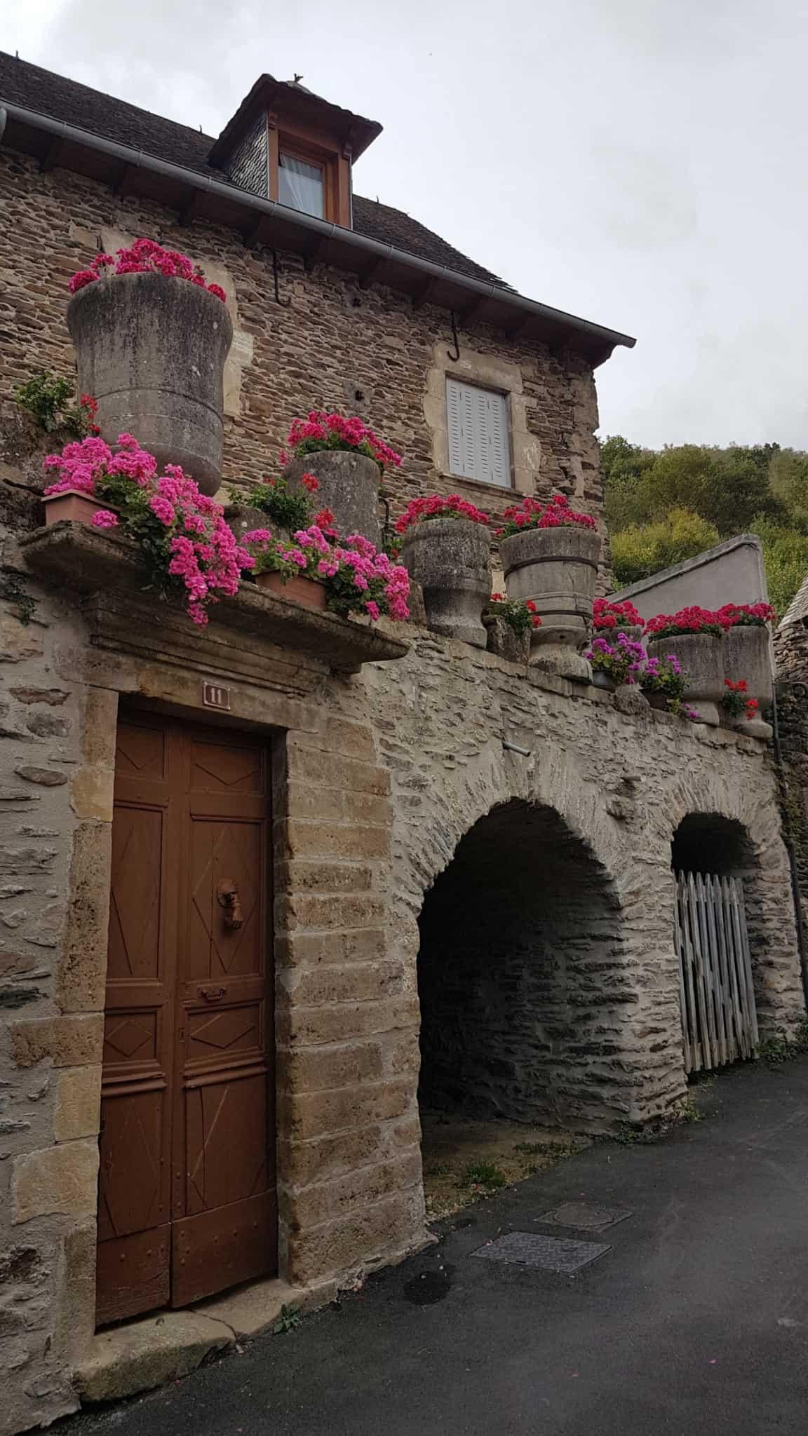 Chemin de Compostelle, on visite le charmant village d'Estaing 🌺 27