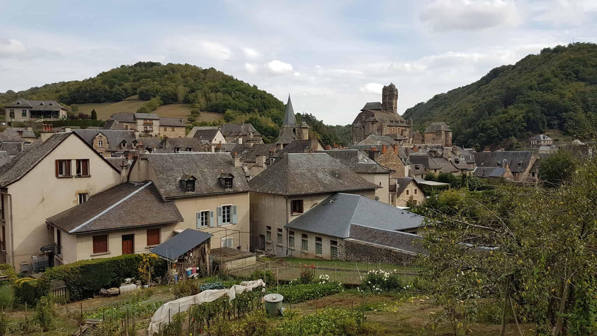 Chemin de Compostelle, on visite le charmant village d'Estaing 🌺 34