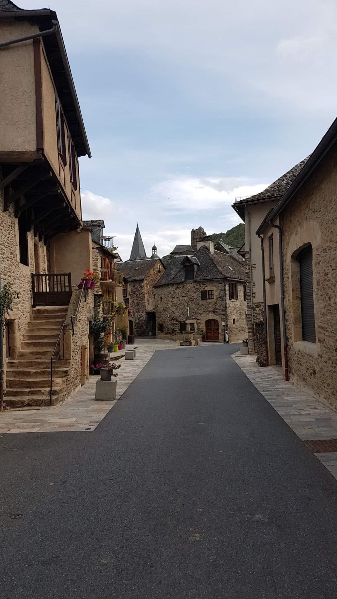 Chemin de Compostelle, on visite le charmant village d'Estaing 🌺 28