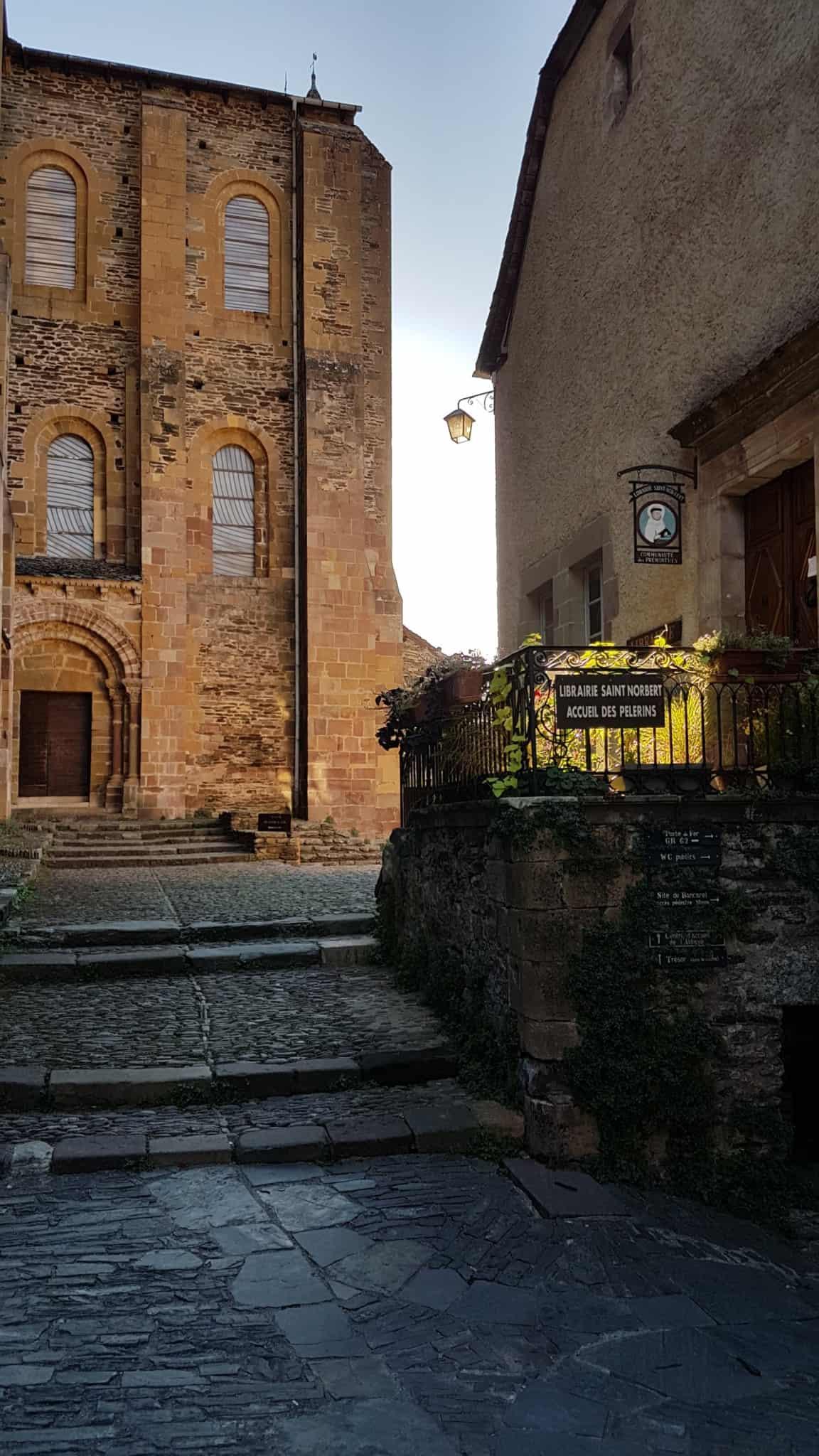 Chemin de Compostelle, une journée de découverte de Conques 🌞 2