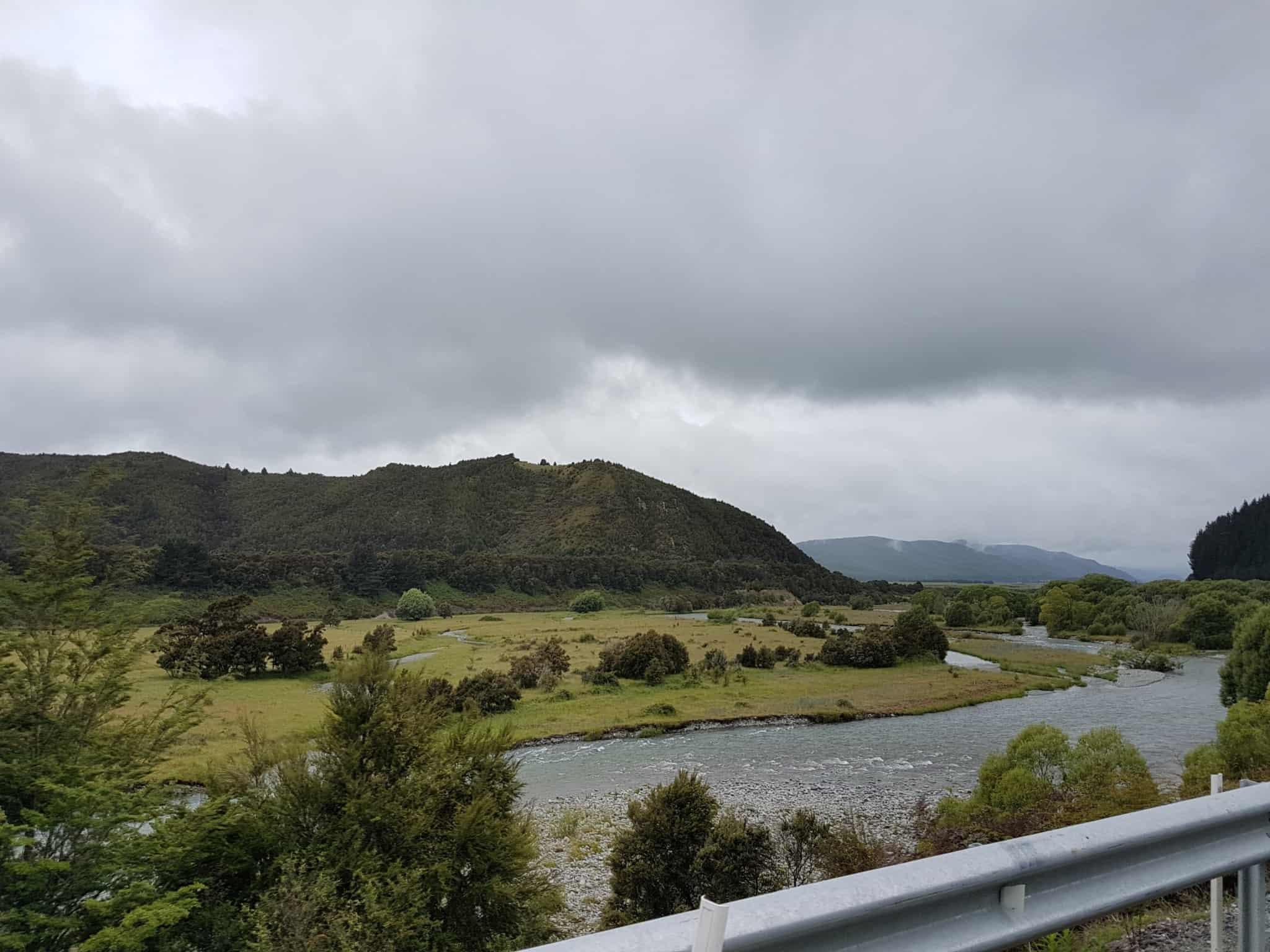 Nouvelle-Zélande, le paisible lac Saint Arnaud 🌥 2